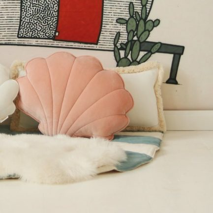 Coussin coquillage, Apricot, Moi Mili (velours mat)